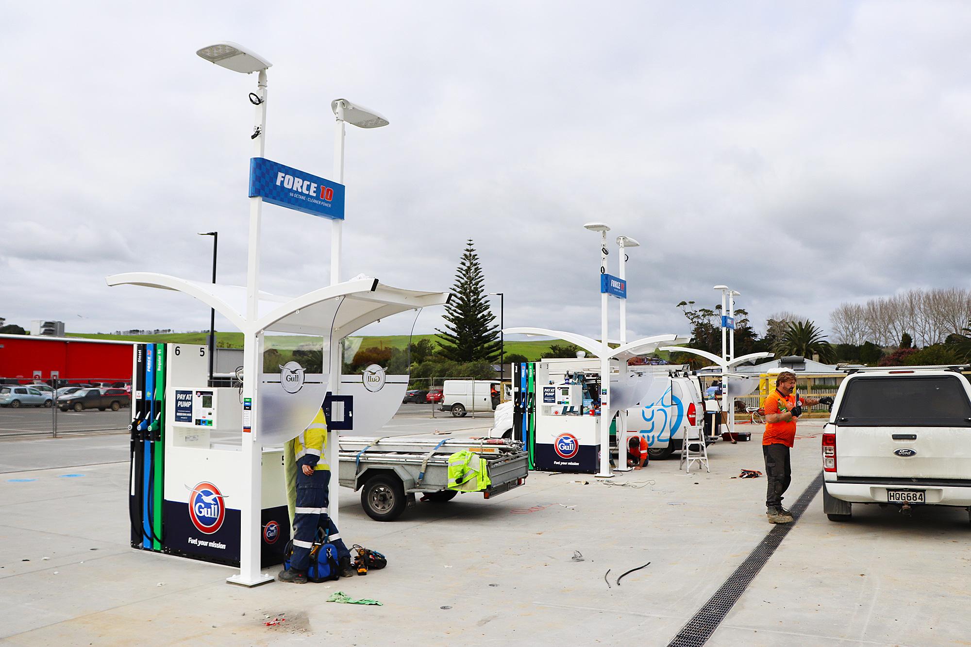 Sign installation at Gull Kaitaia