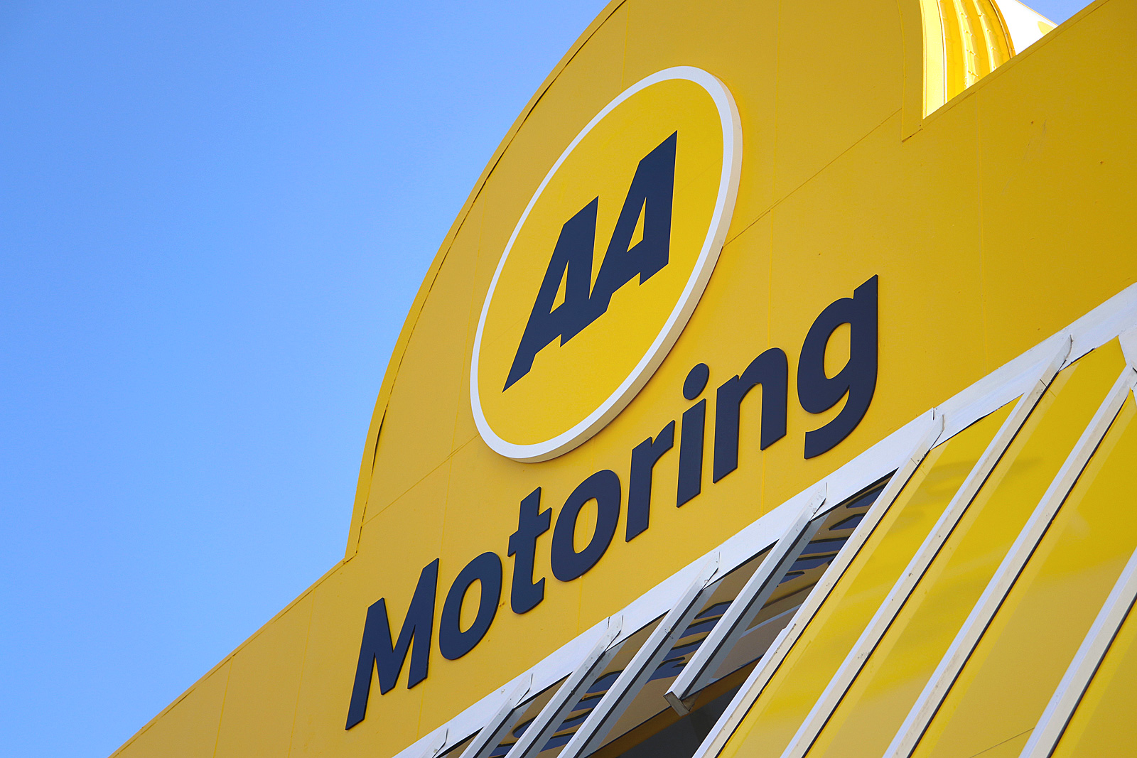 AA Motoring at Cavendish drive, Manukau. 3D sign and large fabricated circle installed.