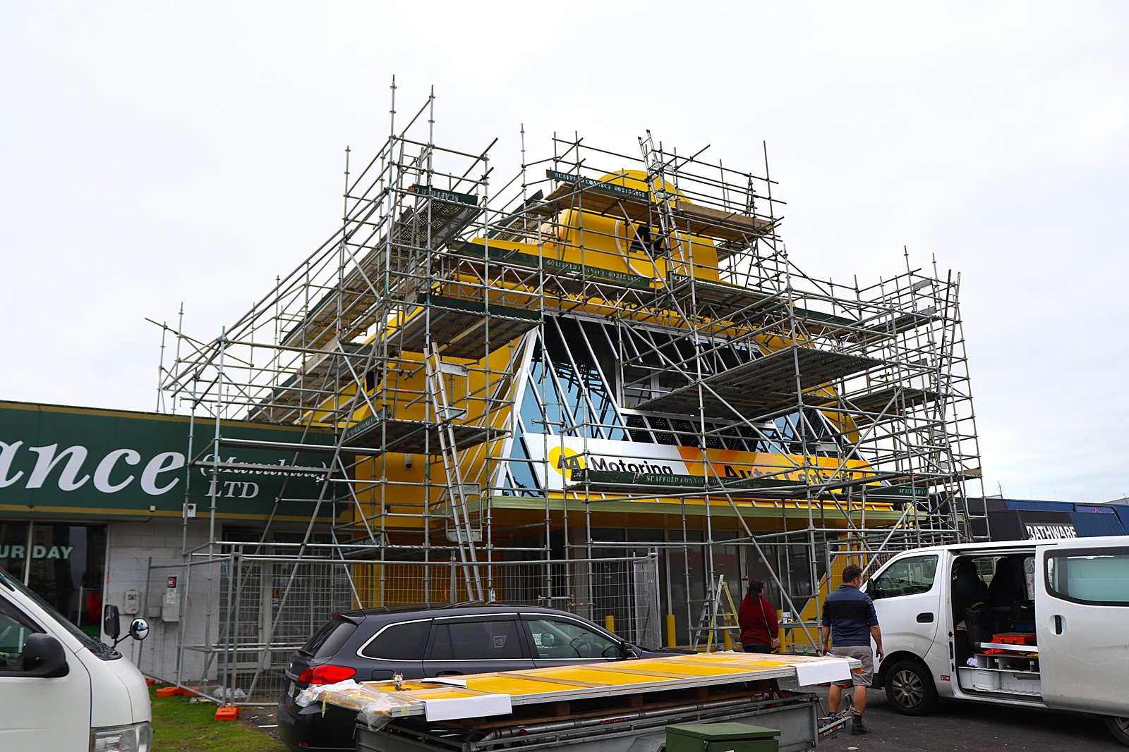 AA Manukau - installation of large ACM panels and 3d Lettering